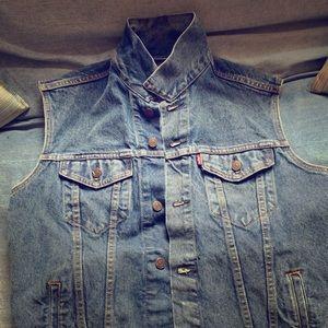 Levi Men's Trucker Vest